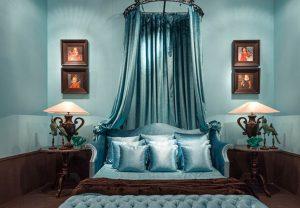 mobilier hotellerie luxe chambre de luxe en velours bleu style italien